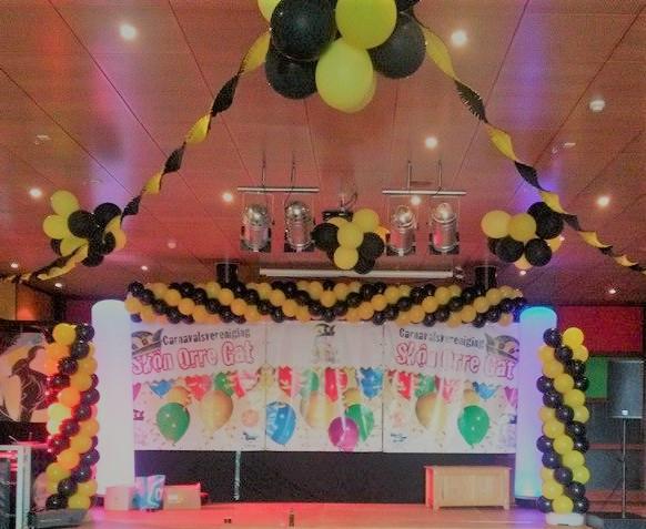 Ballondecoratie plafond carnaval